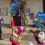 Setkani-vlaku_brezen-2019_078_deti-s-transparenty