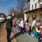 Setkani-vlaku_brezen-2019_093_motorovy-vuz-810-656-a-deti